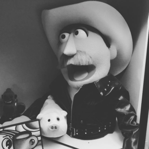 7 days, 7 photos in black & white of my everyday life.  No explanation, no people, challenge a friend.  Day 2: I challenge tamberalley